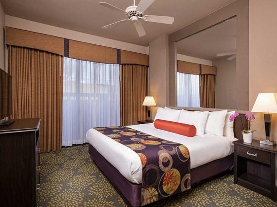 1-bedroom-deluxe-resort-suite-bedroom1107-v1-standard