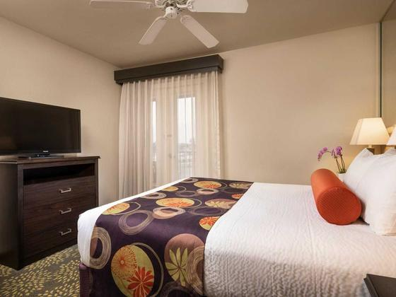 1-bedroom-resort-suite-bedroom1876-v1-standard