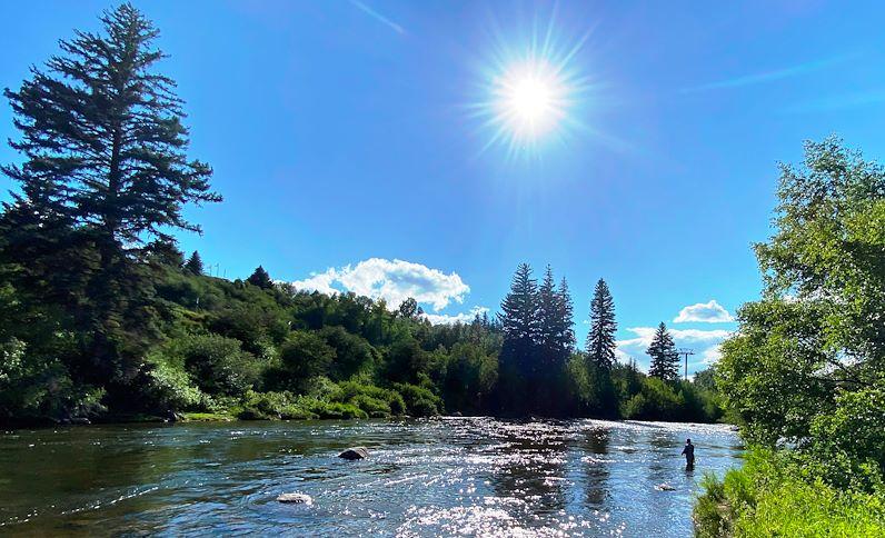 fly-fisherman-river